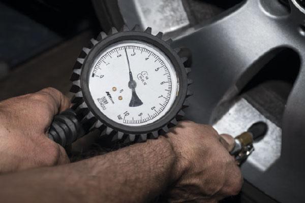 Comprobar presión neumáticos